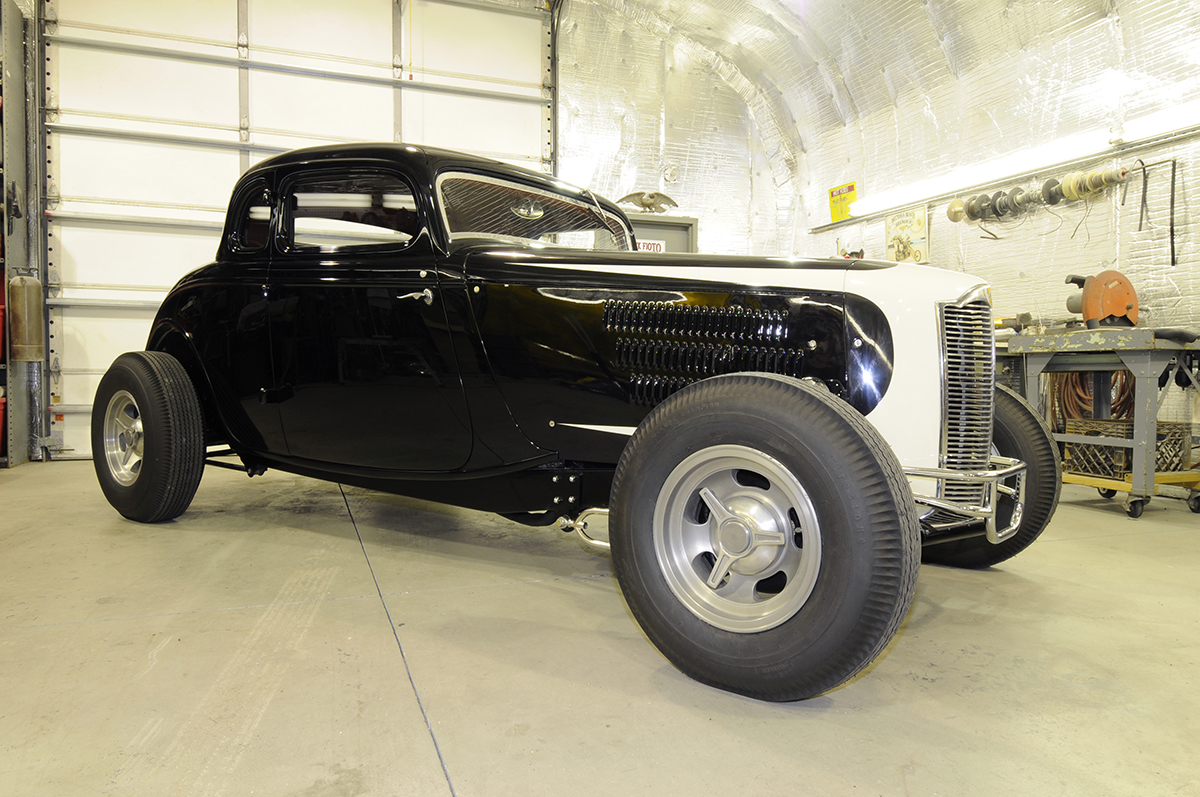 '33 Ford 5-window coupe